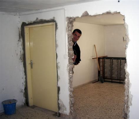 Martello pneumatico video muro conversando con gerusalemme - Chiudere la porta ...